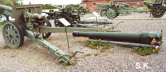 This picture shows the 152,4 mm barrel on the ground