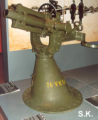 The 76 VK 04 on a naval mount, the short barrel is clearly visible